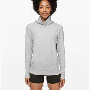 Lululemon Turtleneck longsleeve sweater